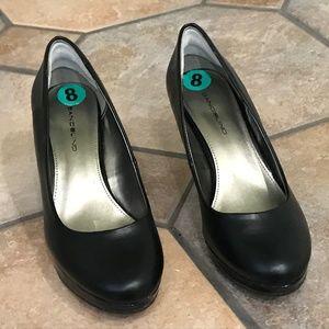 Black pumps NWT BNIB, Size 8